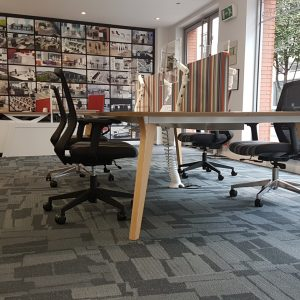 hotdeskign workbench with wooden legs